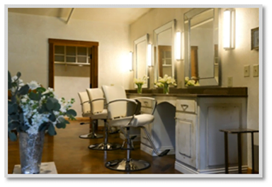 Sycamore Farms' Main Hall - Makeup Stations - Plush Seating for Bridal Party Preparation